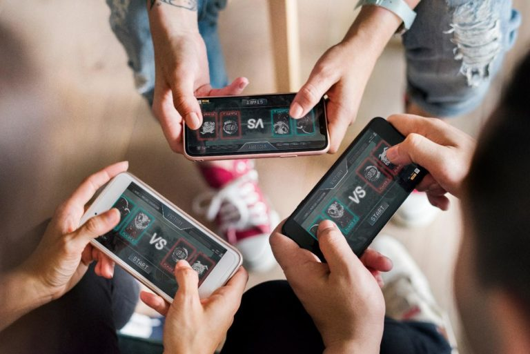 Read more about the article Smartphone Industry Trends
