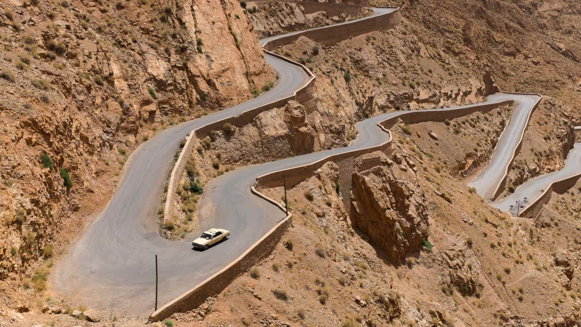 How to Save a Car When Driving on Mountain Roads